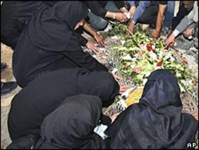 Familiares de las víctimas de las protestas en Irán.