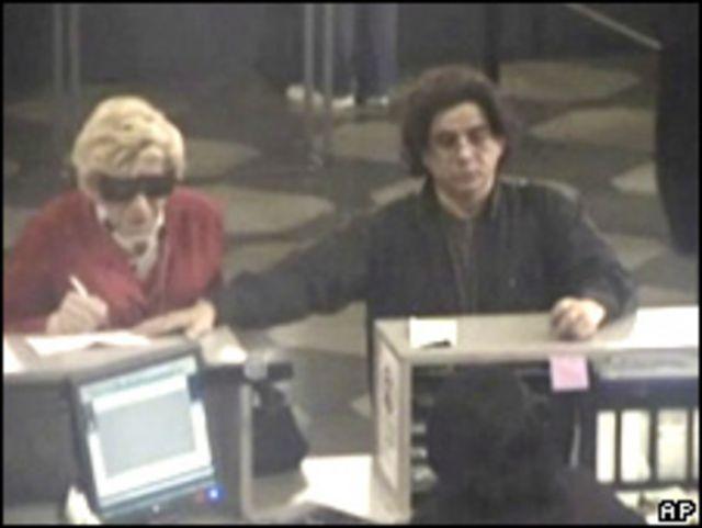 Foto en la supuestamente el acusado aparece disfrazado de su madre