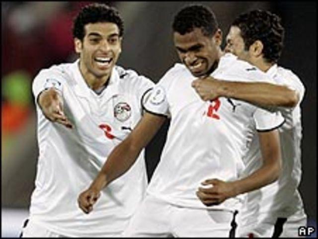 احتفال لاعبي مصر بهدف محمد حمص(وسط)