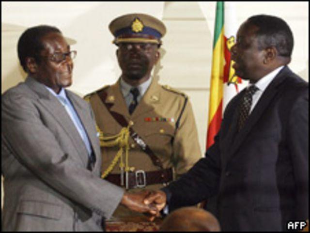 Robert Mugabe, presidente de Zimbabue, y Morgan Tsvangirai, primer ministro de Zimbabue.