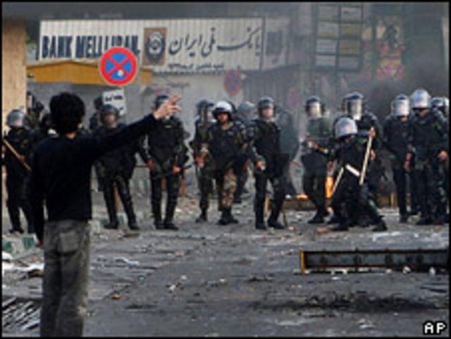 Manifestantes se enfrentan a la policía el 20 de junio.