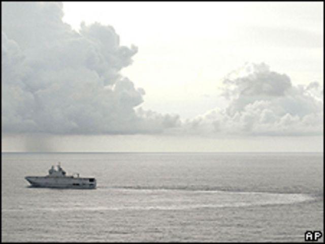 Barco francés en la zona de búsquedas