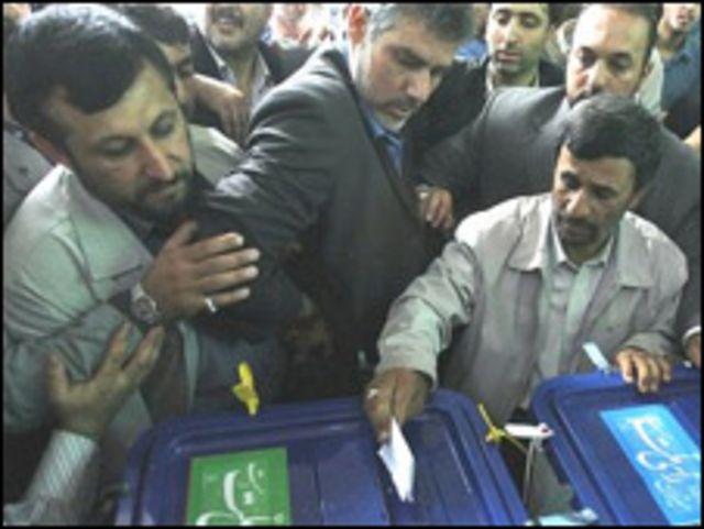 أحمدي نجاد يدلي بصوته