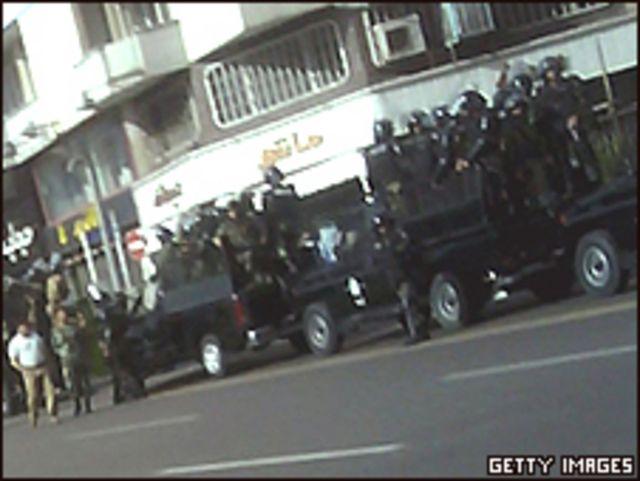 شرطة مكافحة الشغب في الشوارع الايرانية