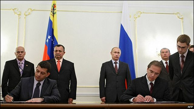 Firma de un acuerdo entre Venezuela y Rusia para crear un banco binacional.