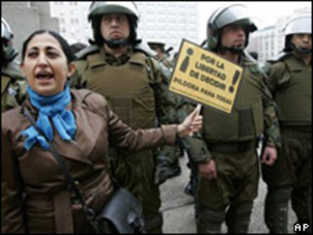 Protestas en Chile por la píldora
