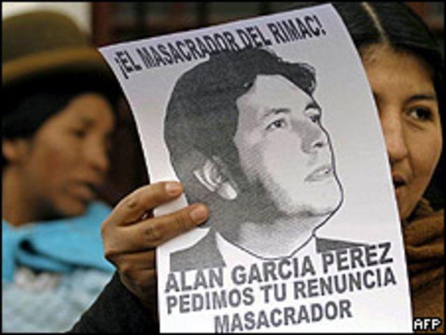 Manifestantes contra el presidente peruano, Alan García, junio 2009