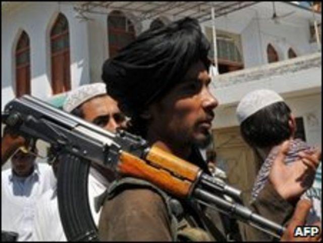 أحد عناصر طالبان في باكستان