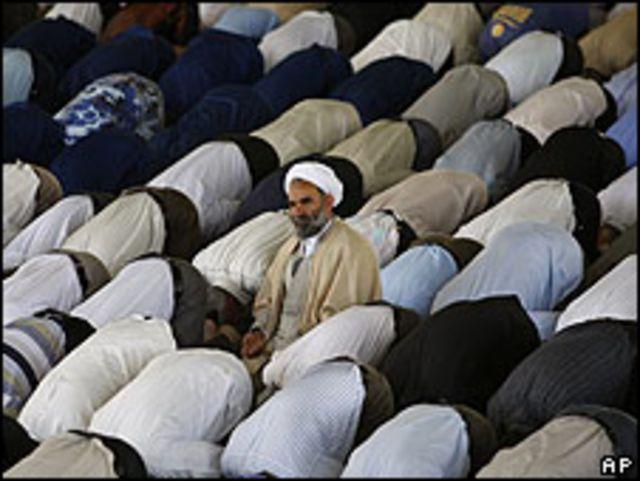 Ahmad Jatami durante el sermón del viernes.