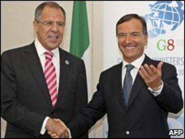 Sergei Lavrov (izq.) y Franco Frattini.
