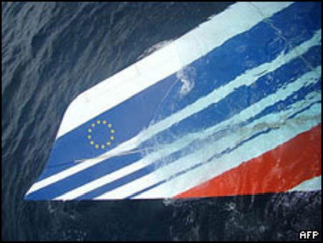 Resto del avión de Air France encontrado en el mar.