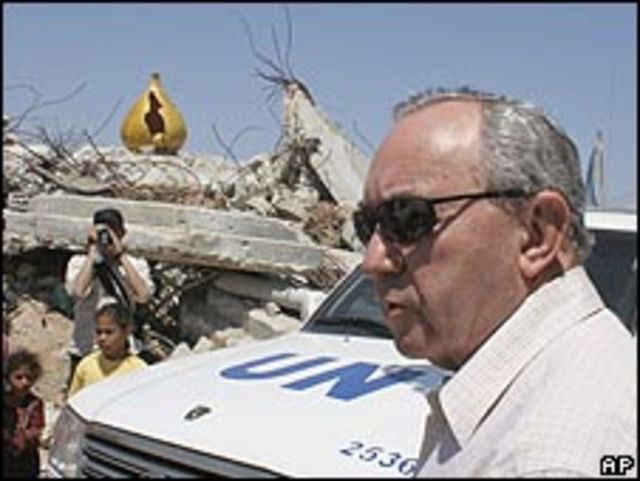 ريتشارد جولدستون خلال زيارة إلى غزة