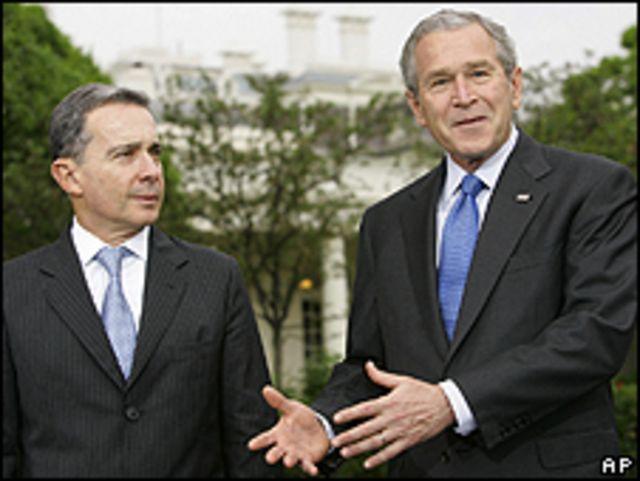 Uribe y George W. Bush en 2007