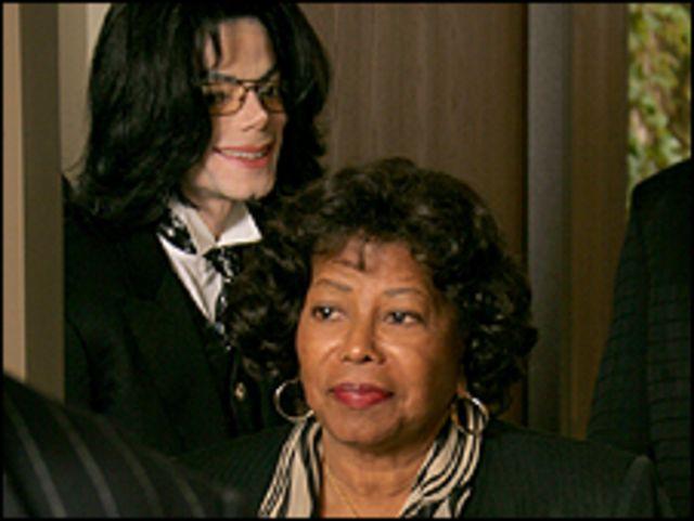 جاكسون ووالدته