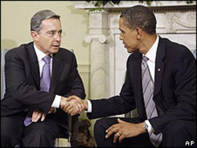 Mario Uribe (izq.) y Barack Obama el 29 de junio.