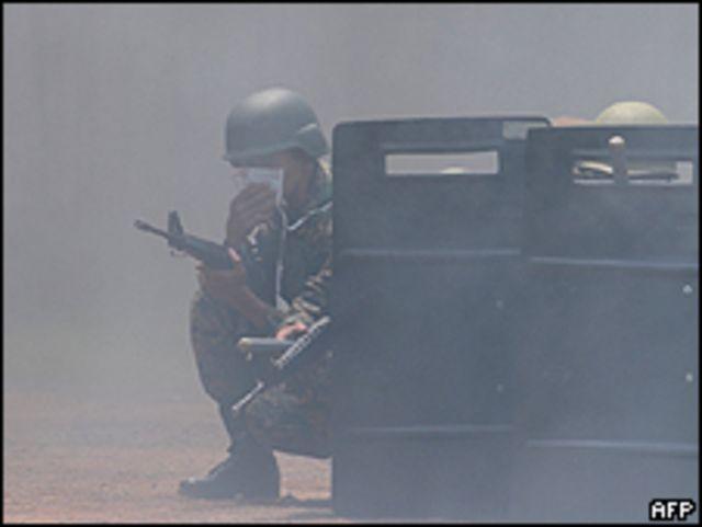 Soldados apostados frente al palacio presidencial