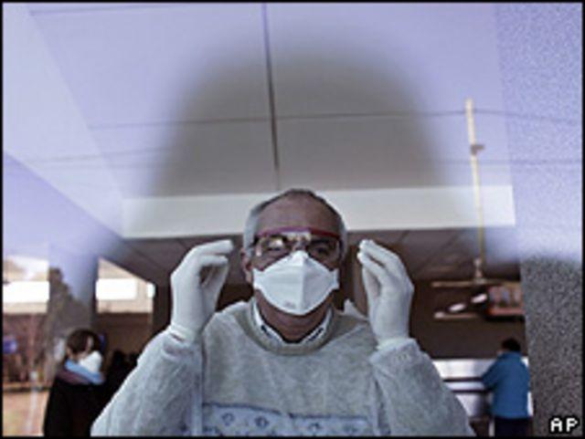Un enfermero en un hospital de Buenos Aires.