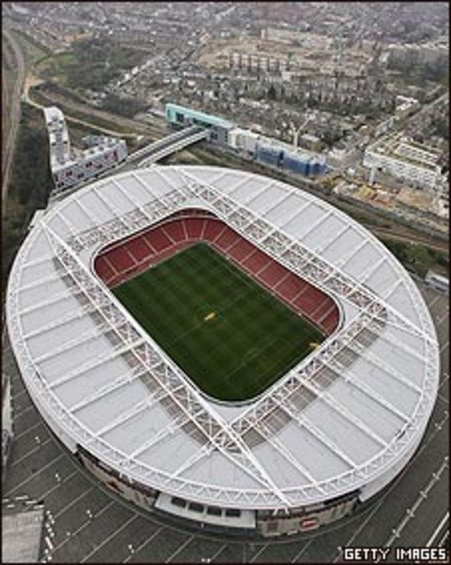 Vista aérea de estadio de fútbol en Londres (imagen de archivo)