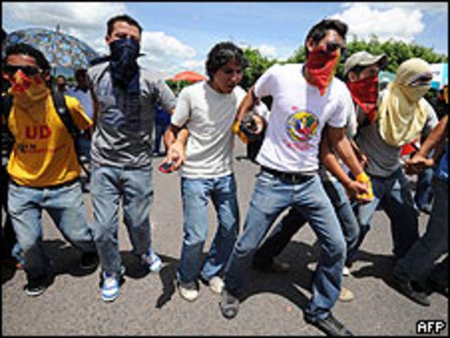 Protesta contra el gobierno provisional