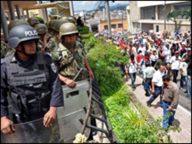 مظاهرات في هندوراس للمطالبة بإعادة الرئيس المخلوع
