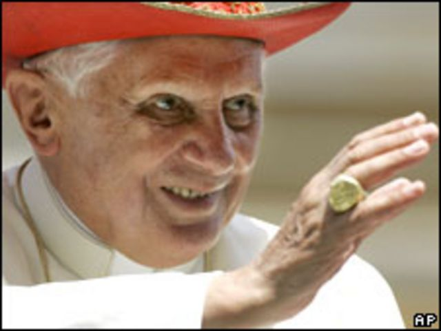 البابا بنيدكتوس السادس عشر في حاضرة الفاتيكان (01/07/09)