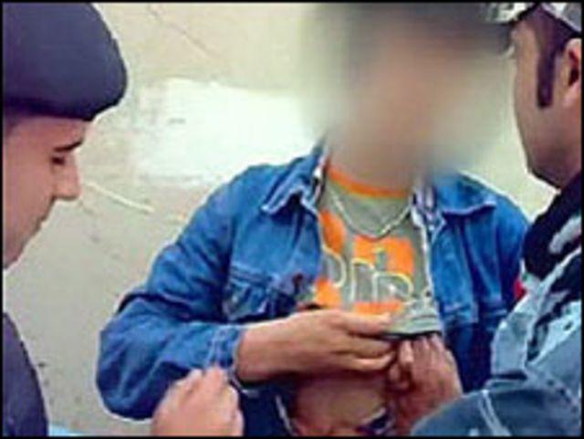 لقطة بالمحمول تظهر انتهاكات الشرطة لمثليي الجنس
