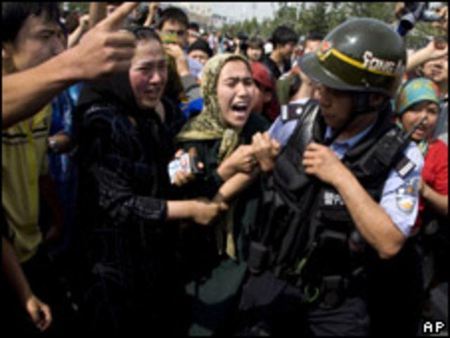 ويغور يتظاهرون في اورومتشي