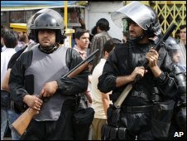 در جریان وقایع اخبر ایران به گفته منابع دولتی بیش از هزار نفر دستگیر شده و بیش از 20 نفر کشته شده اند