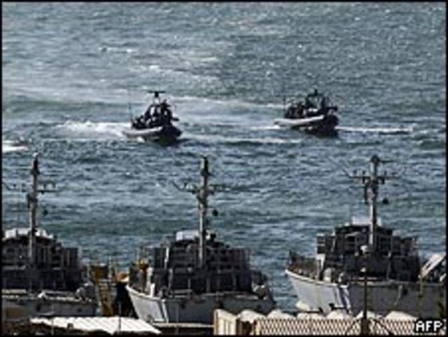 قاربان مطاطيان تابعان للبحرية الإسرائيلية في أشدود