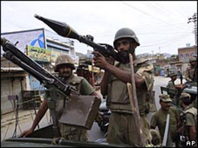 قوات باكستانية في إحدى بدات وادي سوات