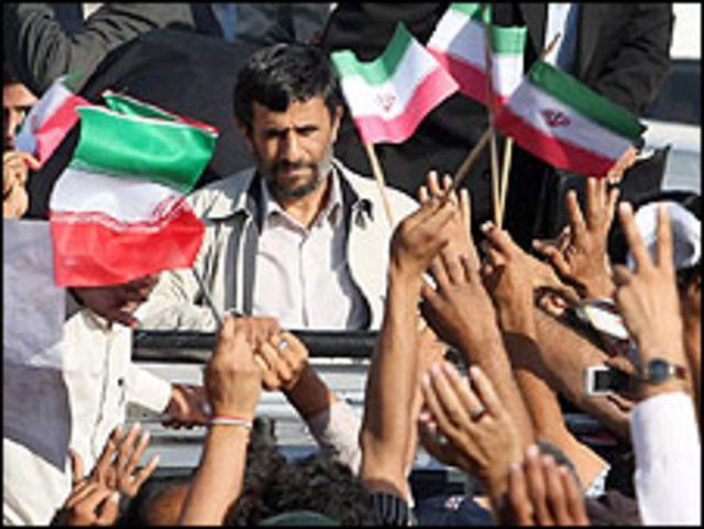 حدود یک هفته از عمر دوره اول ریاست جمهوری محمود احمدی نژاد باقی مانده است