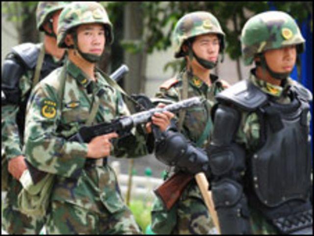 قوات صينية في اورومتشي