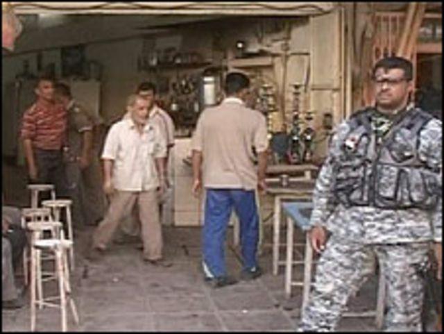 جندي عراقي في موقع انفجار