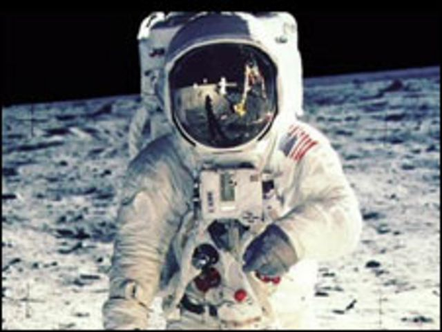 بوز ألدرين على سطح القمر