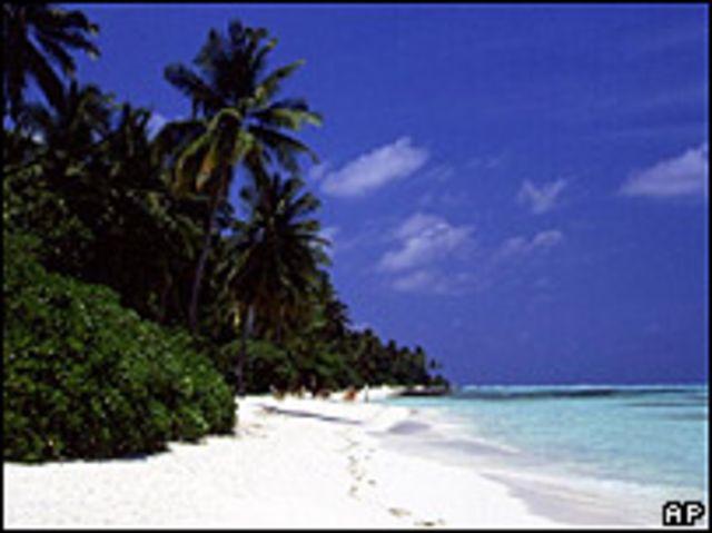 Las islas Maldivas quedan a unos 800 kms. de la India.