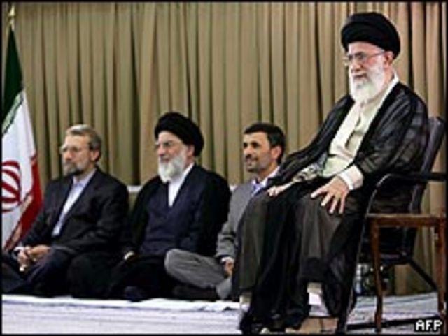 خامنئي في احتفال بطهران وخلفه أحمدي نجاد