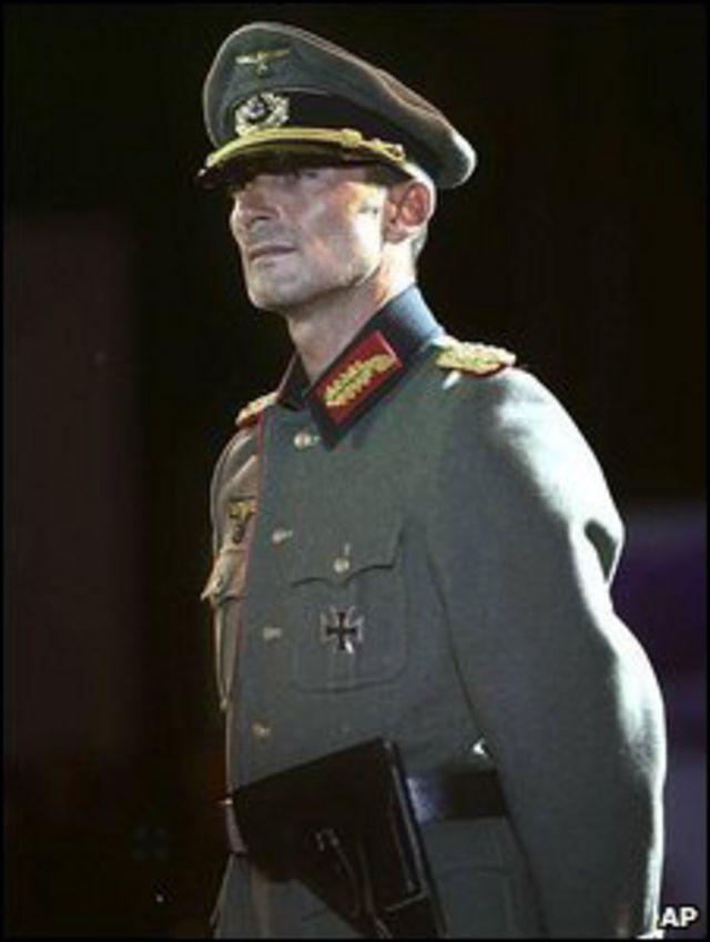 Раду Мазаре в нацистской форме