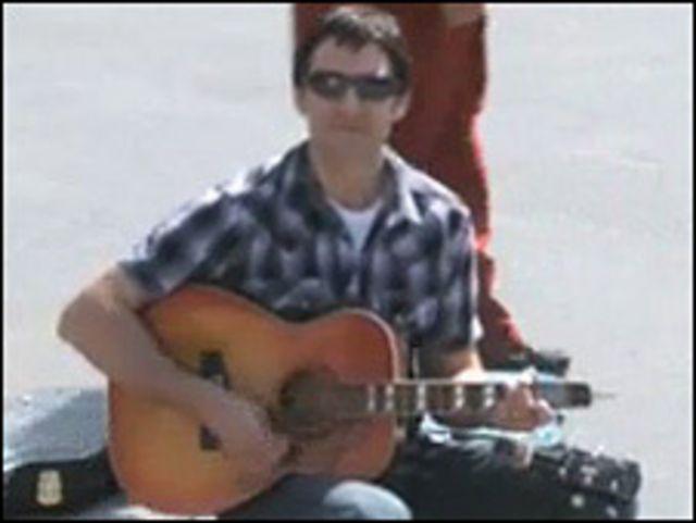 مغني كندي