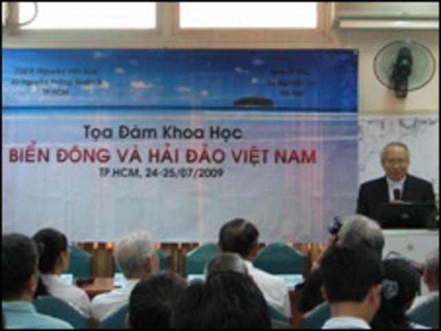 Một diễn giả tại tọa đàm về Biển Đông