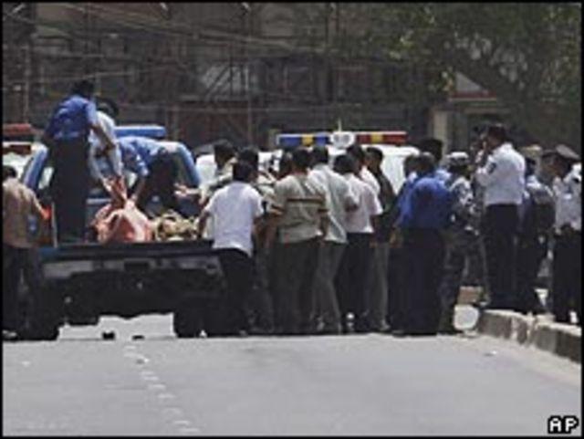 الشرطة تنقل ضحايا الحادث