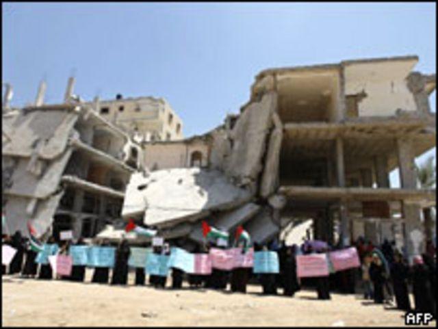 متظاهرات في رفح جنوبي القطاع يطالبن برفع الحصار (29/07/09)