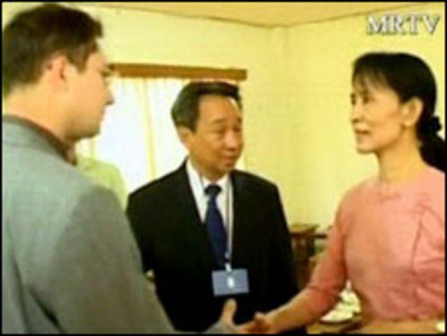 سان سو تشي تستقبل دبلوماسيين أجانب