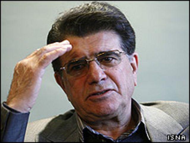 """روزنامه کیهان محمدرضا شجریان را """"وطن فروش"""" خوانده بود"""