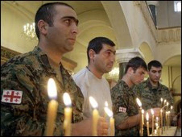 جنود جورجيون يحيون الذكرى الأولى للحرب مع روسيا