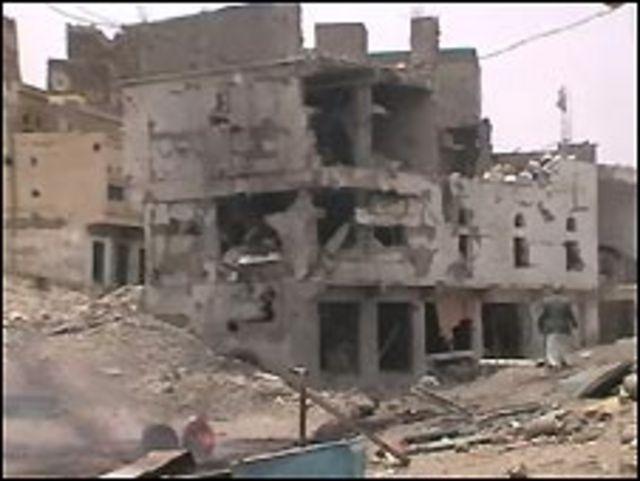 مبنى مدمر