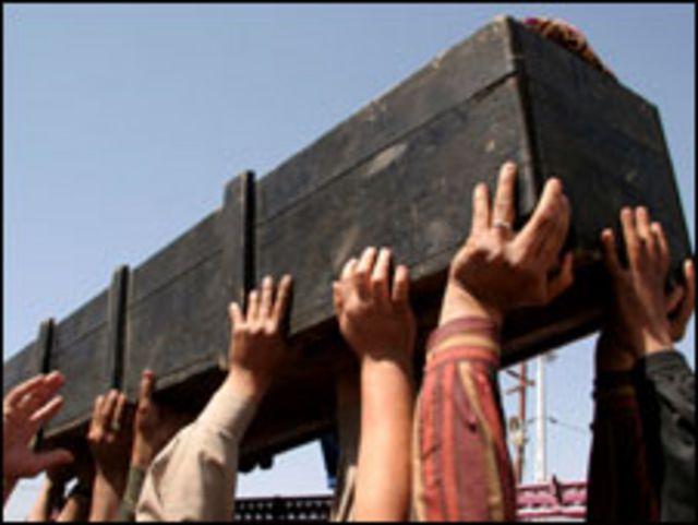 جنازات ضحايا التفجيرات مشهد متكرر في العراق