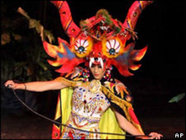 Karen Schwarz, miss Perú en Miss Universo.