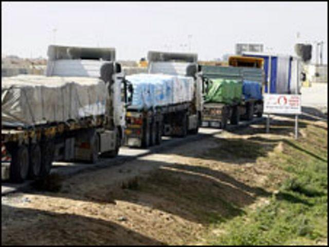شاحنات تنتظر دخول غزة (ارشيف)