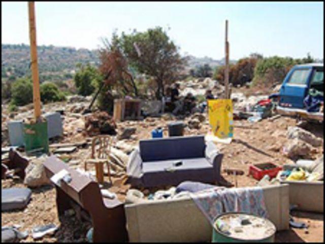 كلما هدمت السلطات الاسرائيلية اكواخا بنى شباب التلال غيرها