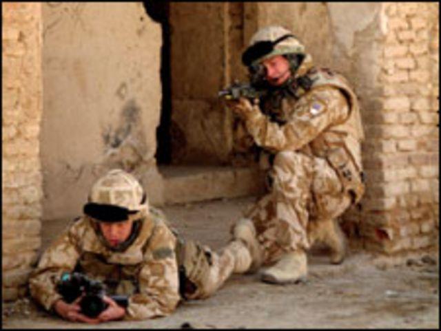 جنديان بريطانيان من قوات إيساف